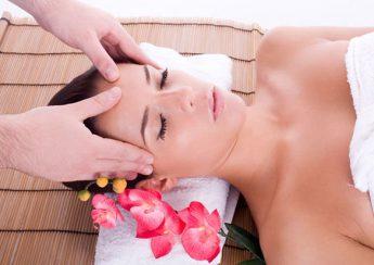 massage mat tai nha 1 345x244 - Phương pháp massage mặt chống lại lão hóa