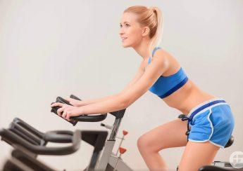 may tap xe dap giup giam mo bung 1 345x244 - Máy tập xe đạp tại nhà giúp giảm mỡ bụng
