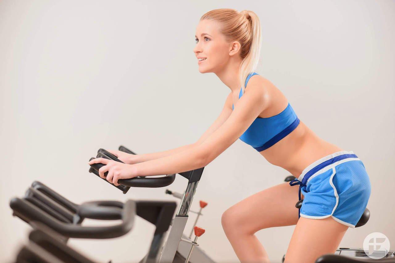may tap xe dap giup giam mo bung 1 - Máy tập xe đạp tại nhà giúp giảm mỡ bụng